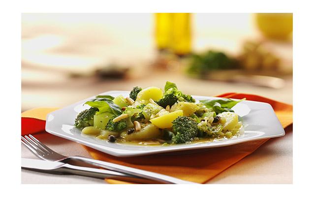 Ensalada de brócoli y PapaRica® con vinagreta de alcaparras